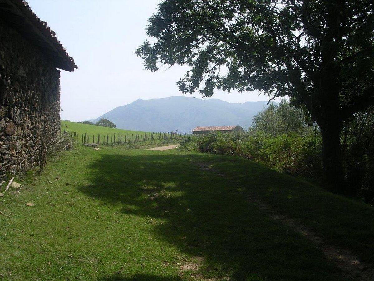 Urcuray - chemin des sources - balade en balcon - bergeries et Baigura