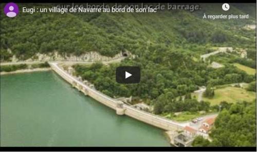 Le village et le lac Eugi